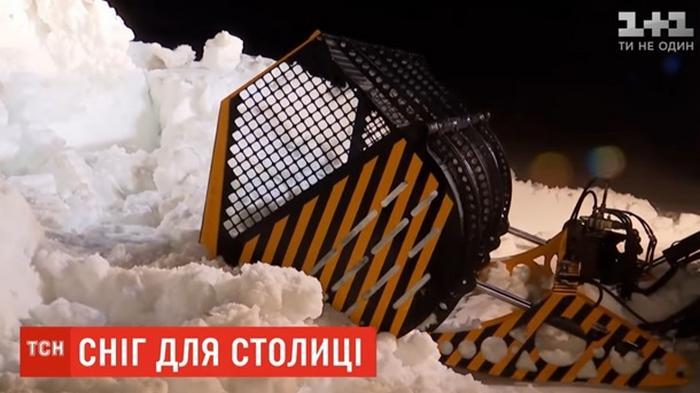 В Киев везут 30 тонн карпатского снега для сноупарка (видео)