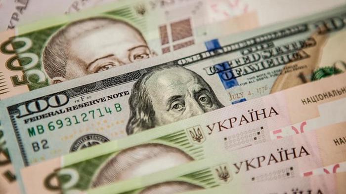 Нацбанк обвалил курс гривны на Новый год