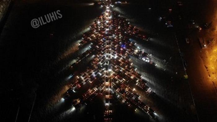 В Харькове сотни машин создали автоелку
