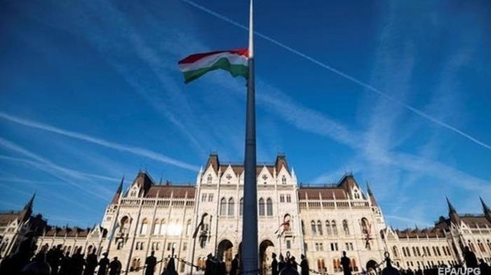 Венгрия пропустит домой украинцев из Австрии и Хорватии