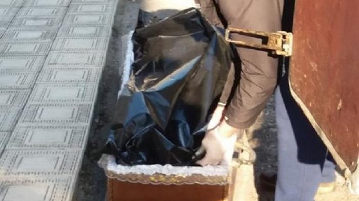 В Тернополе тело умершего от COVID-19 выдали родственникам в пакете (видео)