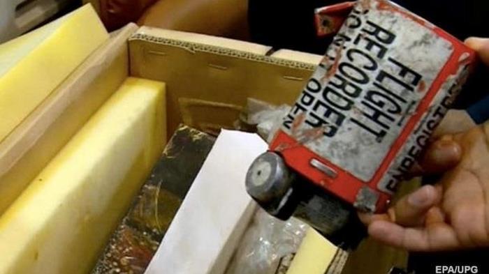 Франция согласилась расшифровать черные ящики сбитого самолета МАУ