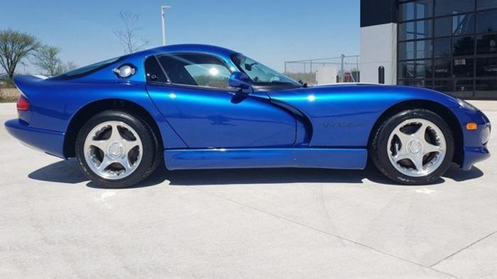 В США продают Dodge Viper 1996 года без пробега (фото)
