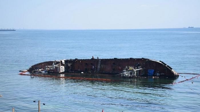 В Одессе в третий раз попытаются поднять танкер Delfi