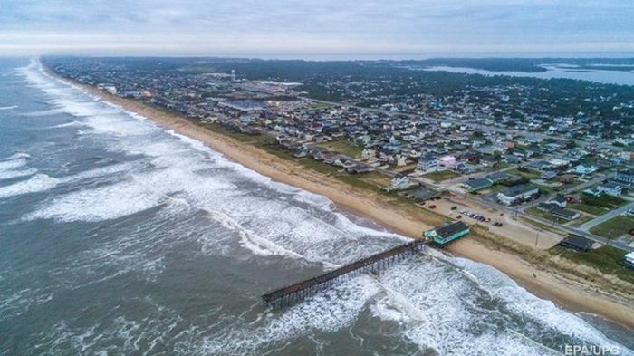 На побережье США обрушился ураган Исайяс (видео)