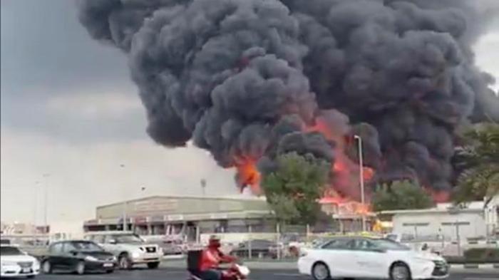 В ОАЭ горит крупный рынок (видео)