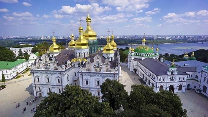 Зеленский ответил на петицию о Киево-Печерской лавре