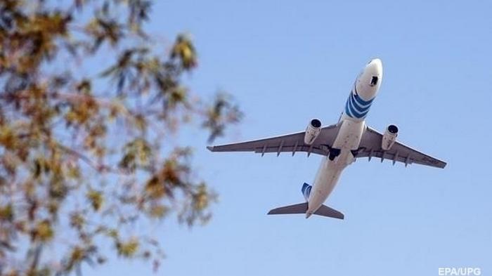 В Испании самолет приземлился из-за отказа украинца надеть маску - СМИ