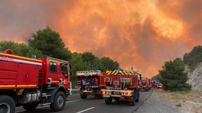 На юге Франции пылают масштабные пожары (фото)