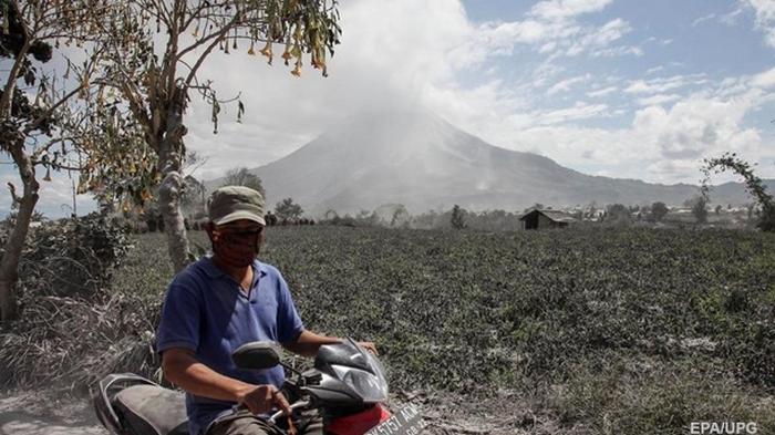 В Индонезии активизировался вулкан Синабунг (фото)