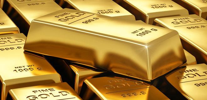 Цена на золото отошла от рекордных значений из-за укрепления доллара