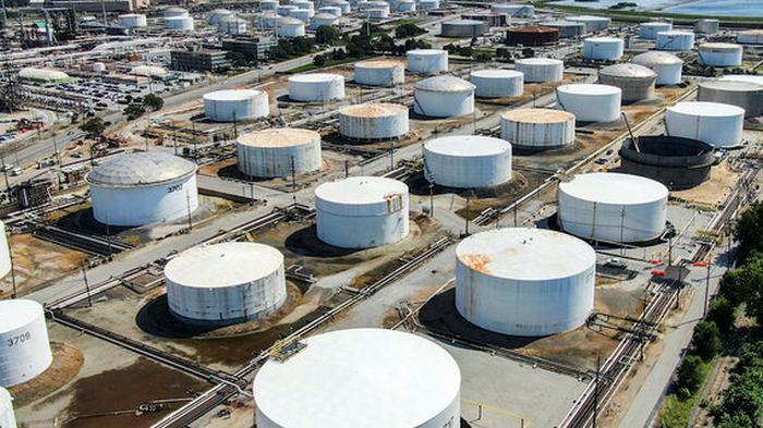 Нефть дорожает: цена на Brent превысила $45 за баррель