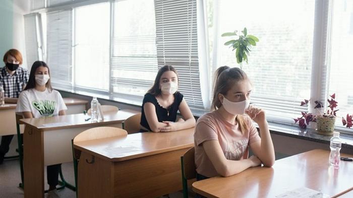 В Минздраве назвали ответственных за выявление COVID среди школьников