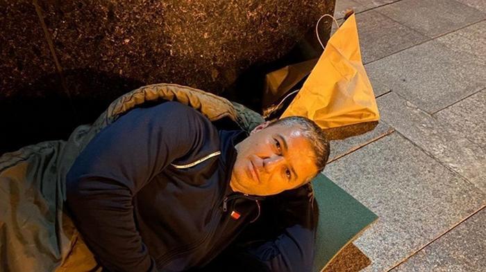 Мэр Умани ночевал возле Офиса президента (фото)