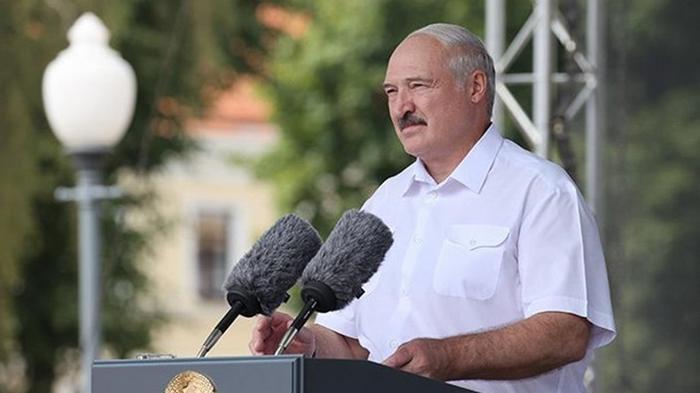 Лукашенко поручил закрыть бастующие предприятия