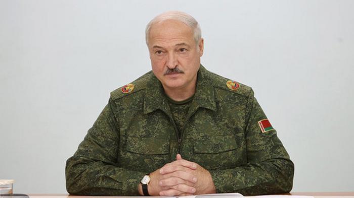 Беларусь приводит в высшую боевую готовность артиллерийские базы и резерв танков