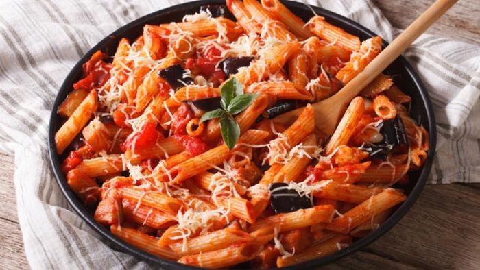 Быстрый рецепт вегетарианской пасты с баклажанами и помидорами черри