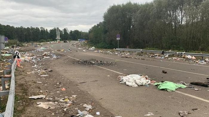 Здесь были хасиды: Украина просит Беларусь убрать брошенный мусор (фото)