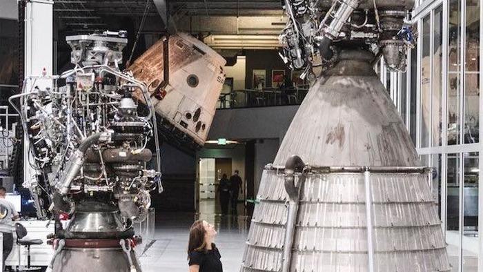 У Илона Маска испытали вакуумный вариант ракетного двигателя Raptor (видео)