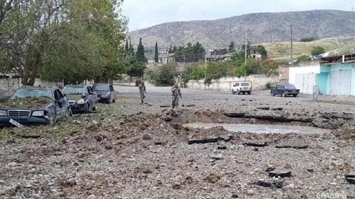 Макрон призвал Алиева прекратить войну в Карабахе