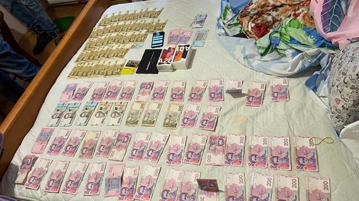 Мошенники сняли с банковских карт украинцев более миллиона гривен