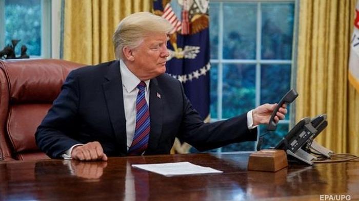 Трамп не стал придерживаться самоизоляции и вернулся в Овальный кабине...