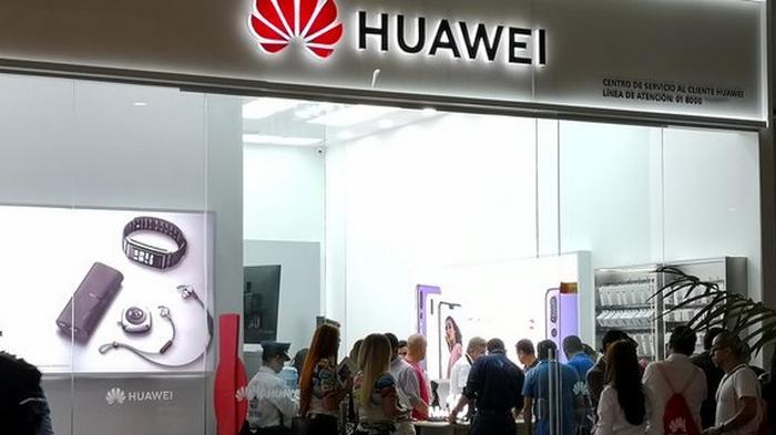 Американские санкции вынуждают Huawei продать бренд смартфонов Honor