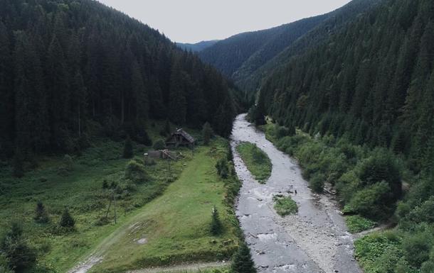 Село-призрак в Карпатах показали с воздуха (фото)