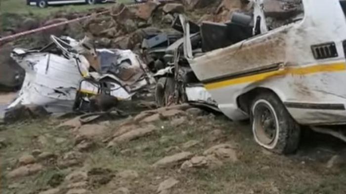 В ЮАР маршрутка упала в овраг: почти все пассажиры погибли