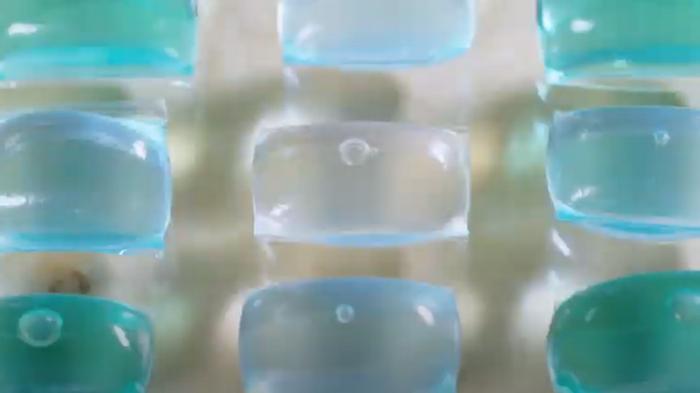 Британский стартап разработал съедобную упаковку из биоразлагаемого пл...