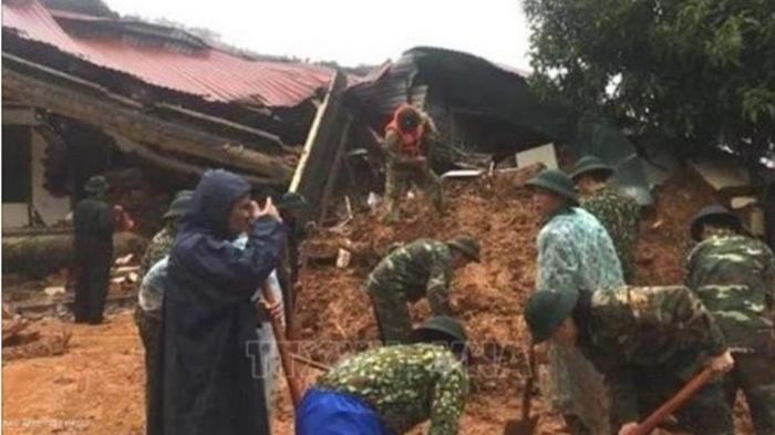 Во Вьетнаме оползень завалил здание с десятками людей