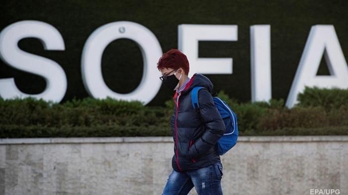 В Болгарии из-за COVID-19 ввели обязательное ношение масок на улице