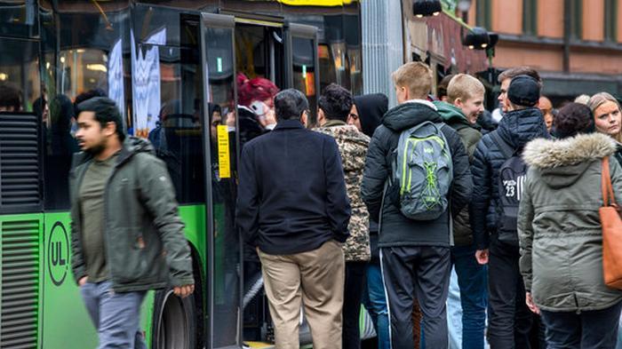 На фоне эскалации эпидемии COVID-19 власти в Швеции ослабили рекоменда...