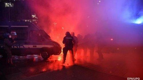 В Италии прошли массовые протесты противников карантина (фото)