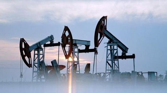 Цена нефти снижается из-за роста запасов в США