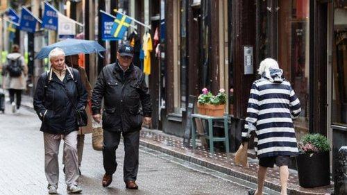 В Швеции серьезная ситуация с COVID-19, но жесткого карантина снова не...