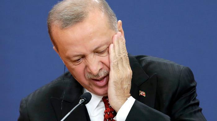 Эрдоган уволил главу Центробанка Турции: не справился с валютным кризисом