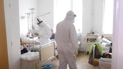 Один врач на сто пациентов - в Украине растет загруженность COVID-больниц