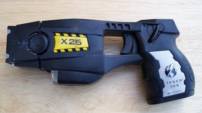 Полиции разрешили чаще использовать электрошокер