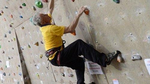 Возраст не помеха: 80-летний альпинист стал рекордсменом Украины (видео)