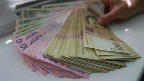 Украинцы все меньше доверяют сбережениям в гривне