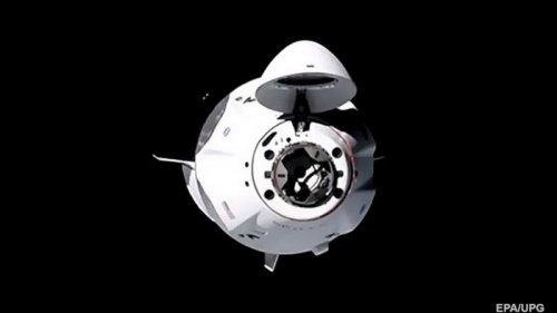 Crew Dragon успешно доставил экипаж на борт МКС