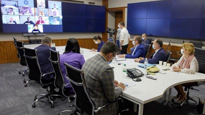 Зеленский из Феофании провел встречу с послами G7