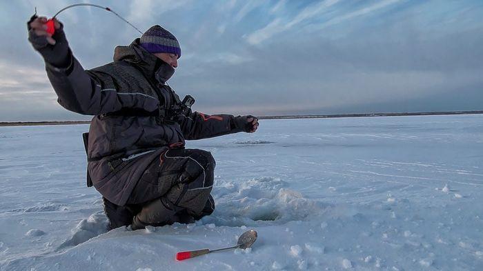 Как выбрать костюм для рыбалки и охоты на зиму?