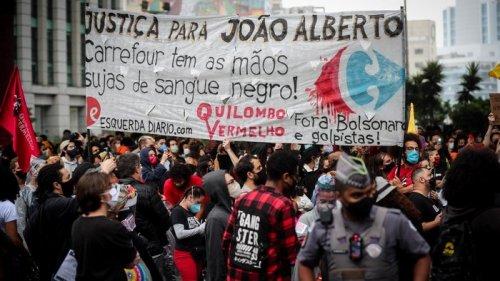 В Бразилии охранники магазина избили покупателя, в стране вспыхнули пр...