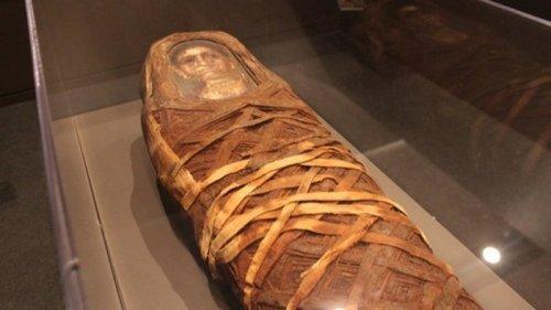 Ученые обнаружили артефакт внутри египетской мумии (фото)