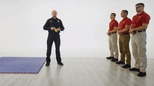 Неприятно, но эффективно: В главу патрульной полиции выстрелили из электрошокера – видео