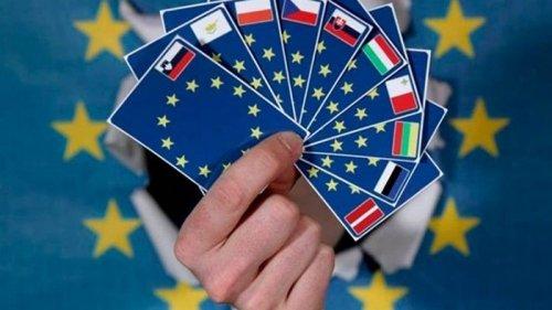 Украинцы удерживают лидерство по видам на жительство в ЕС