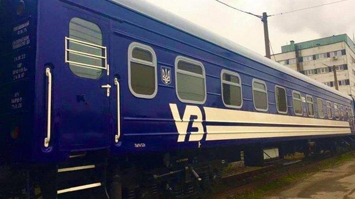 Укрзализныця меняет цвет вагонов (фото)