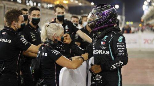 Хэмилтон снова всех обставил. Результаты квалификации Гран-при Бахрейна